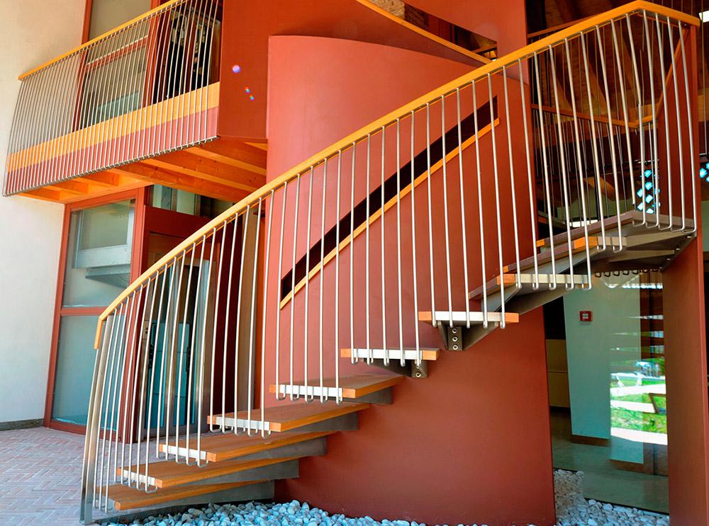 scala-in-legno-esterna-casa-pattaro