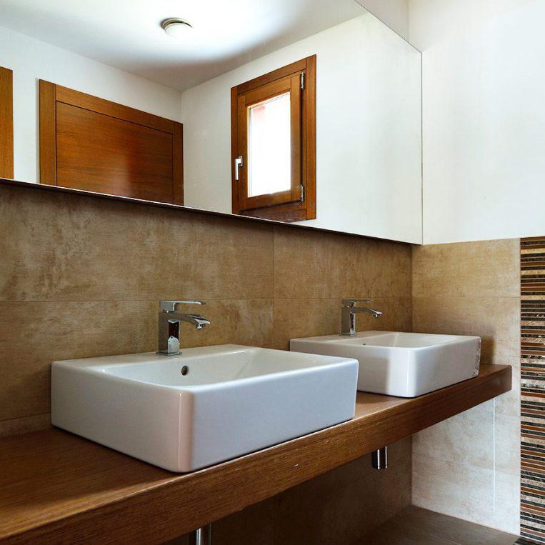 piano lavandino in legno