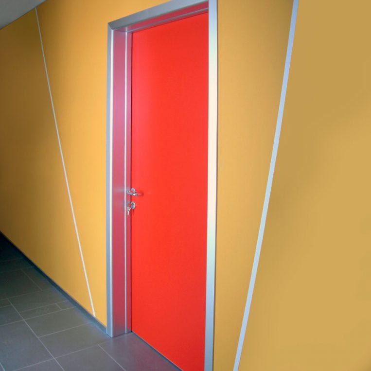 porta tecnica rossa alluminio