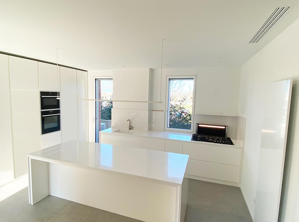 cucina-moderna_su-misura_legno-laccato